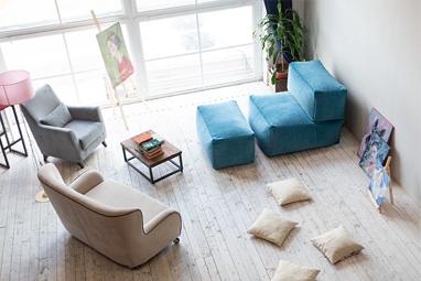 Большой комплект бескаркасной мебели с креслом-трансформером и пуфом для ног