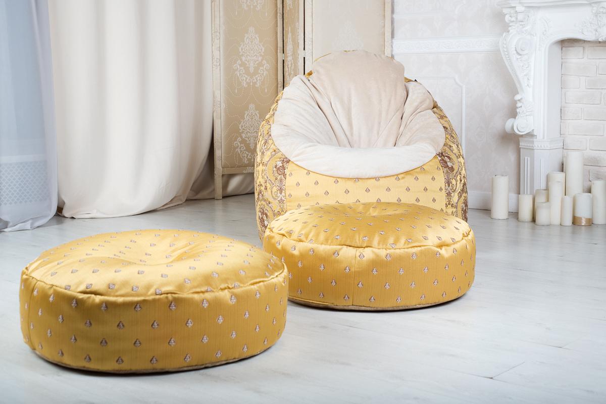 Роскошное бескаркасное кресло из классического жаккарда с пуфами