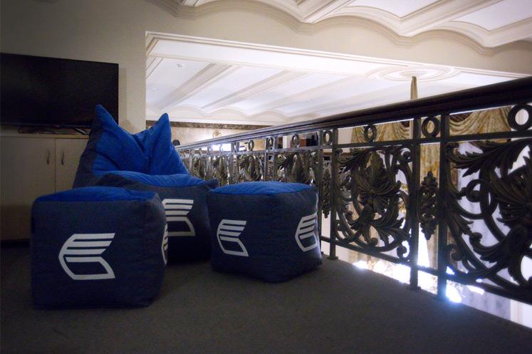 Кресла-пуфики RANGA Performance в офисе ВТБ в центре Москвы